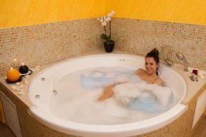 casa rural con bañera de hidromasaje en la habitacion en La Todolella