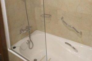 buen hotel con bañera de hidromasaje en la habitación en Murcia
