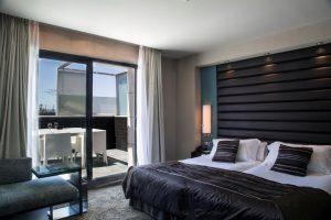 hotel con jacuzzi en la habitación en Barcelona