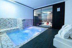 Hotel con piscina privada en Madrid