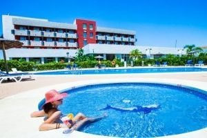 Impresionante hotel con bañera de hidromasaje en el baño privado en Cádiz