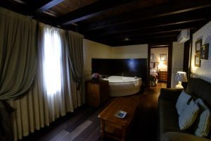 natural hotel con bañera de hidromasaje privada en Huesca