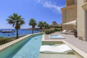 Precioso hotel con bañera de hidromasaje privada en la habitación en Mallorca