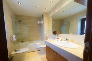 elegante hotel con bañera de hidromasaje privado en Toledo