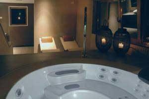 lujoso hotel con jacuzzi en Singuenza