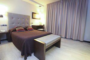 hotel con jacuzzi en la suite en lugo