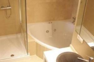 bonito hotel con bañera de hidromasaje privada en Jaén