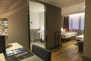 hotel con bañera de hidromsaje en la habitacion