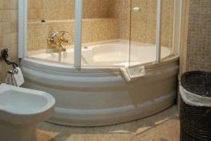 Divino hotel con bañera de hidromasaje en la habitación en el centro Pozoblanco